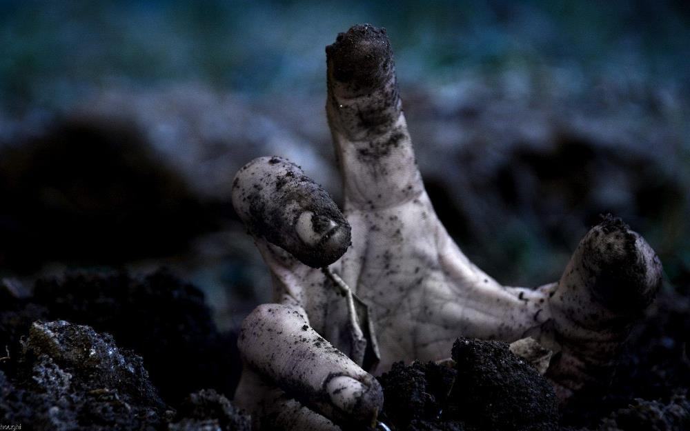 the darkest blog short scary story the graveyard hand